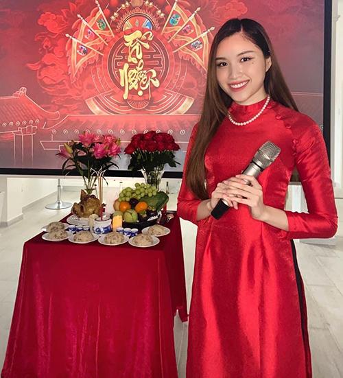 Không được dự lễ giỗ Tổ nghiệp sân khấu như mọi năm do dịch Covid-19, nhưng MC Thanh Thanh Huyền cùng nhiều người đẹp Việt vẫn chuẩn bị đầy đủ lễ vật cho mâm cúng tổ tại gia.