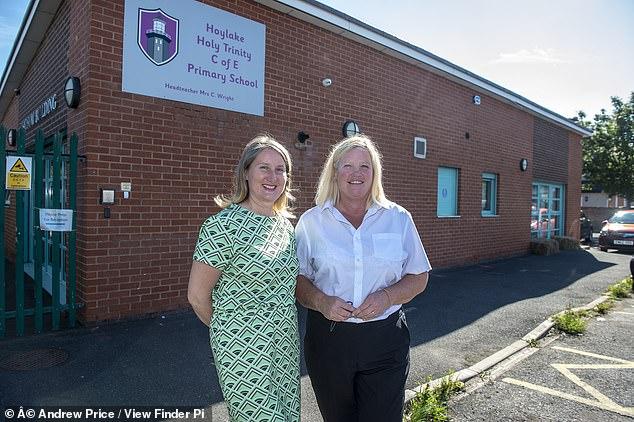 Hai bạn học của Daniel: Lindsay Holmes (trái) và Debbie Green.