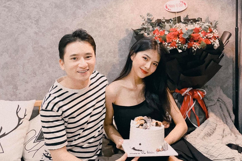 Khánh Vy cho hay cô không quan tâm nhiều đến sinh nhật nên thấy bất ngờ, hạnh phúc trước tình cảm của ông xã.