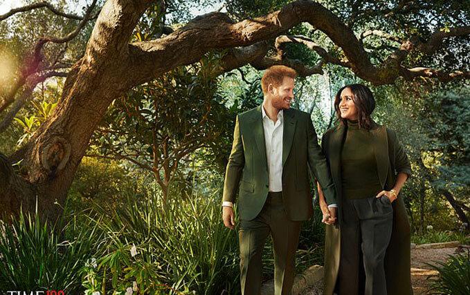 Harry và Meghan nắm tay nhau đi trong vườn biệt thự của họ ở Montecito, Calfornia. Ảnh: Time