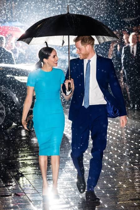 Tư thế vừa đi vừa cười và nhìn vào mắt nhau từng được nhà Sussex sử dụng nhiều lần khi xuất hiện trước công chúng. Ảnh: British Photography Awards