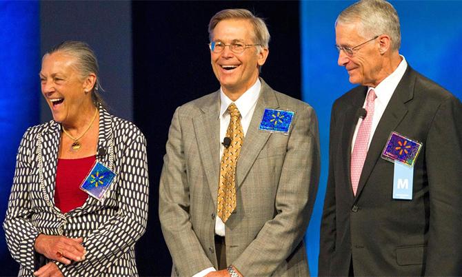 Từ trái sang: Alice, Rob và Jim Walton - ba con của Sam Walton, nhà sáng lập Walmart. Ảnh: Forbes