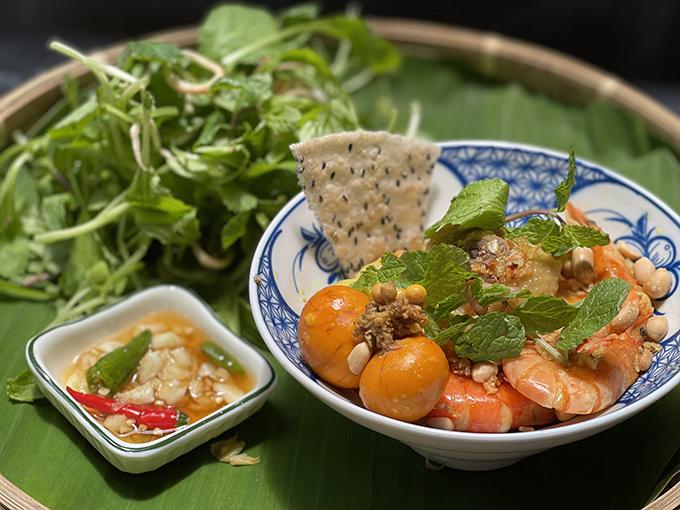 Các món ăn dân dã mà nữ ca sĩ làm khiến cả nhà thích mê vì nguyên liệu tươi ngon, cách chế biến hấp dẫn.