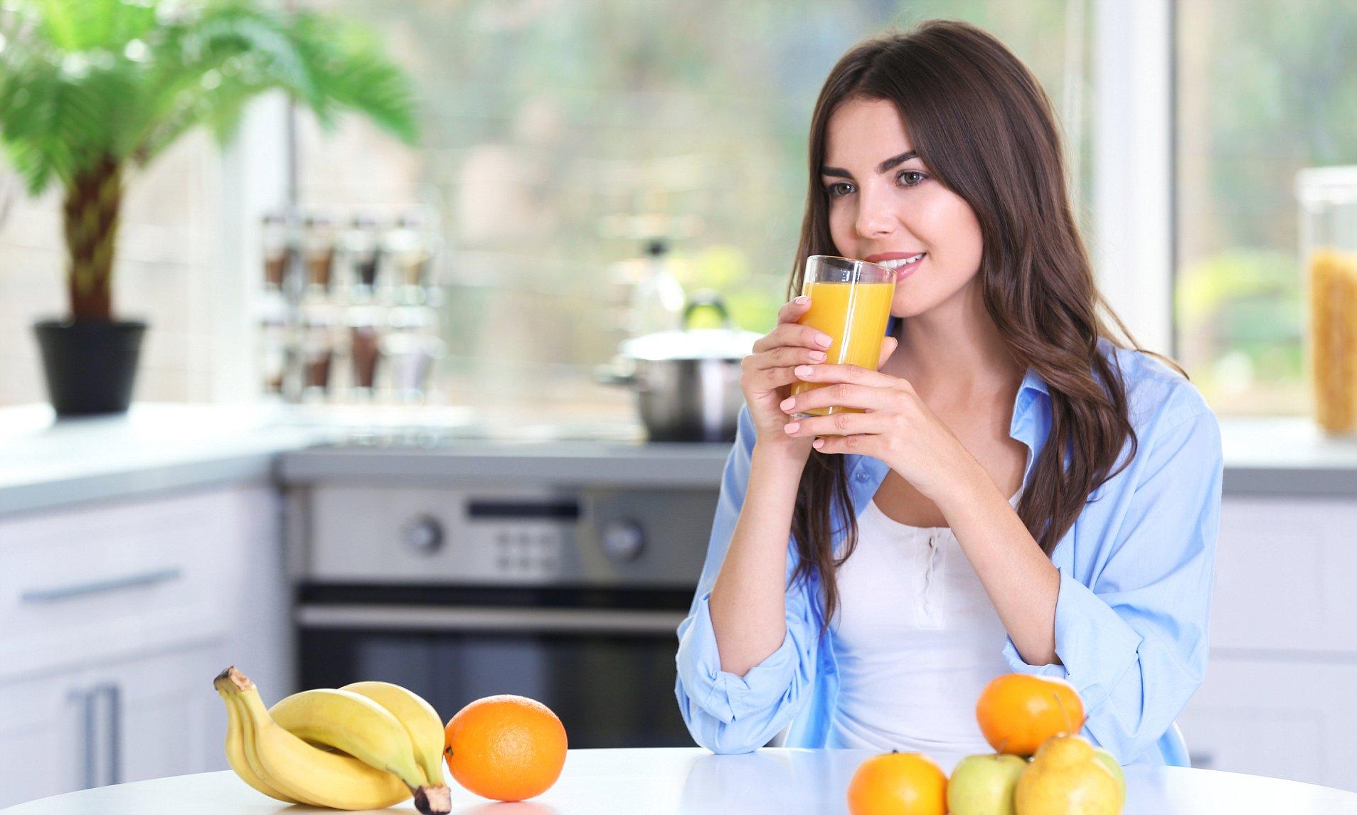 Trái cây nguyên miếng giàu chất xơ và dinh dưỡng hơn nước ép trái cây.