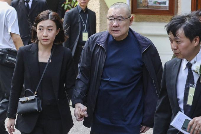 Ông trùm bất động sản Hong Kong Joseph Lau (giữa) và vợ Chan Hoi-wan từng là những đồng minh trung thành nhất của tỷ phú Hui Ka-yan. Ảnh: SCMP.