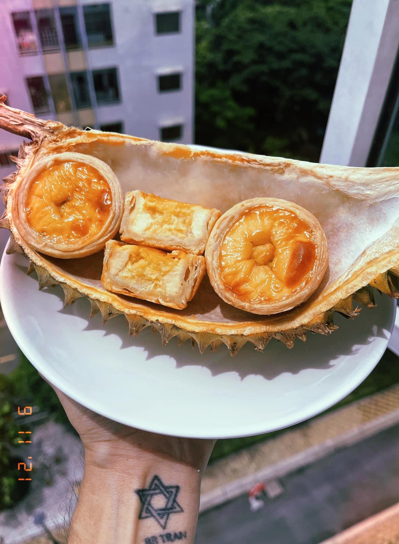 BB Trần mua một quả sầu riêng làm bốn món bánh - 4