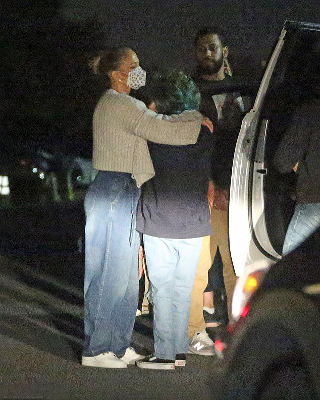 Nữ ca sĩ 52 tuổi bên con gái Emme. J.Lo có hai người con từ cuộc hôn nhân cũ với ca sĩ Marc Anthony.