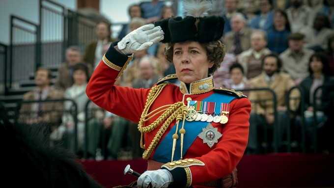Olivia Colman chinh phục giới chuyên môn với vai diễn nữ hoàng Elizabeth trong mùa 3 và 4 của The Crown. Ảnh: Netflix