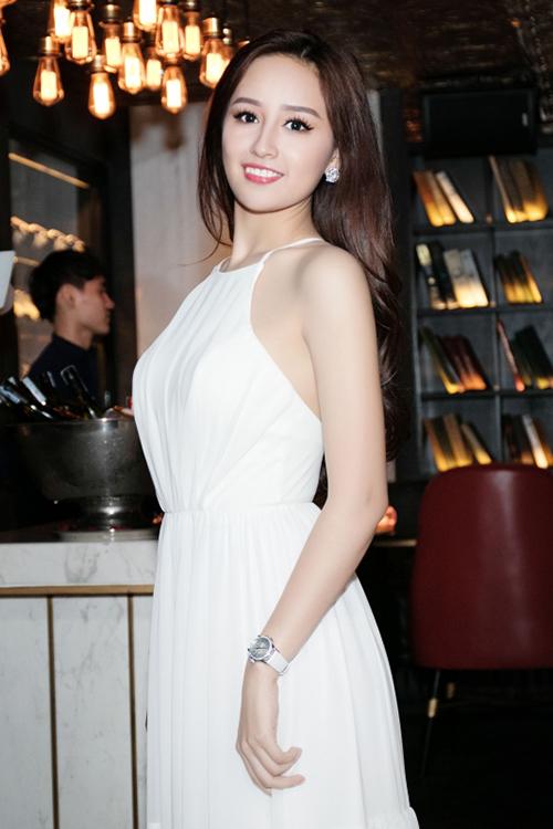 Nhờ các mẫu váy cổ yếm biến tấu độc đáo, Mai Phương Thuý từng ghi dấu ấn đẹp trên thảm đỏ của loạt sự kiện đình đám ở showbiz Việt.