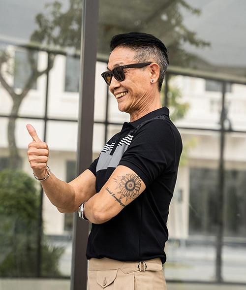 Được cộng đồng yêu phong cách men classic ở Việt Nam biết đến từ lâu, nhưng một nămg trở lại đây ông Lưu Quốc Tân lai nổi lên như một hiện tượng bởi các video phối đồ trên các ứng dụng mạng xã hội.