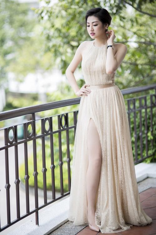 Váy dạ hội lấy cảm hứng từ áo yếm được rất nhiều người đẹp như Dương Tú Anh, Mai Phương Thuý, Đỗ Mỹ Linh... chọn lựa khi tham gia các sự kiện. Đây là trào lưu được mỹ nhân Việt yêu thích và lăng xê nhiệt tình ở những năm 2018/2019.