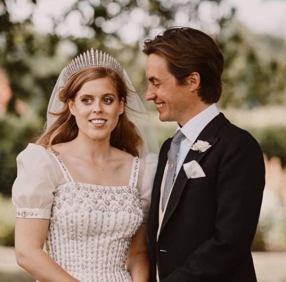 Công chúa Beatrice và chồng Edoaro Mapelli Mozzi trong đám cưới hồi tháng 7/2020. Ảnh: PA