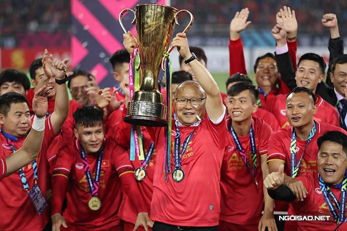 Tuyển Việt Nam dưới sự dẫn dắt của HLV Park Hang-seo giành chức vô địch AFF Cup 2018. Ảnh: Đức Đồng