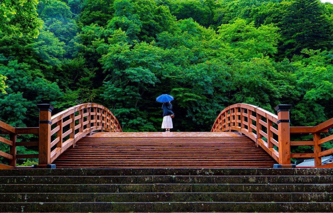 Kisho Ohashi, cây cầu gỗ lấy ý tưởng thiết kế từ Taiko (một loại trống truyền thống Nhật Bản), dài 30 m bắc qua sông Narai sẽ được chiếu sáng vào ban đêm, từ tháng 4 đến tháng 11 hằng năm. Cầu được xây dựng bằng gỗ bách (hinoki) 300 tuổi.