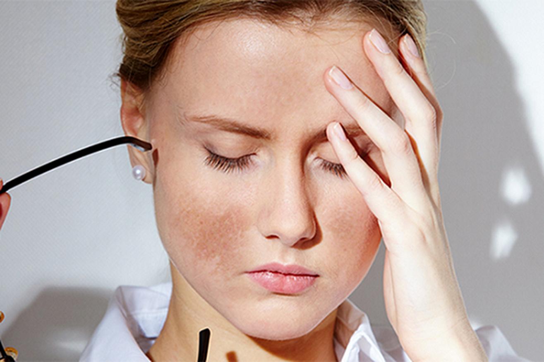 Da xỉn màu, thiếu sức sống do tế bào chết tích tụ nhiều, ngăn cản quá trình hấp thụ dưỡng chất.