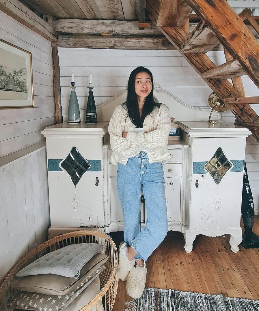 Văn hóa du lịch cabin (gọi tắt là: văn hóa cabin) có lịch sử lâu đời ở Na Uy. Ban đầu, cabin là nơi dừng chân của những người đi bộ băng qua núi, chỗ ở của những người đánh cá dọc bờ biển và là nơi nghỉ ngơi được xây dựng trong các trang trại trên núi của người Na Uy, thường sử dụng vào mùa hè. Sau đó, những trang trại trên núi này trở thành xu hướng du lịch nổi tiếng ở châu Âu, vào giữa những năm 1800, đánh dấu sự khởi đầu của văn hóa cabin Na Uy như ngày nay. Ảnh: Instagram Ngothanhvan_official