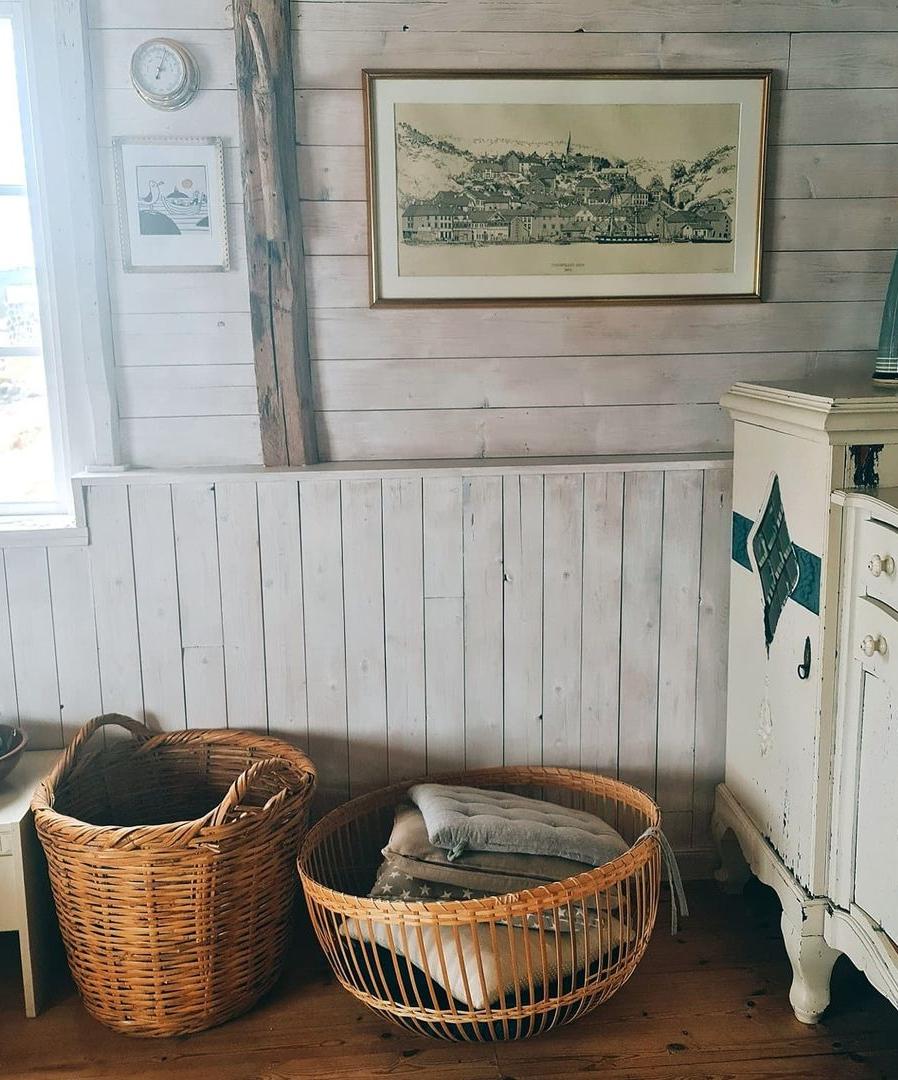 Những cabin nghỉ dưỡng đầu tiên được xây dựng từ sau Thế chiến thứ I, và các gia đình đã rất tự hào về việc xây dựng cabin cho riêng mình. Trải qua trăm năm, cách thiết kế và cái hồn của những căn cabin vẫn không đổi. Đa phần là các căn cabin cũ, xen lẫn cabin có thiết kế nội thất hiện đại. Tuy nhiên, mọi thứ vẫn mang lại cảm giác ấm cúng, tinh tế, nhẹ nhàng cho du khách. Ảnh: Instagram Ngothanhvan_official