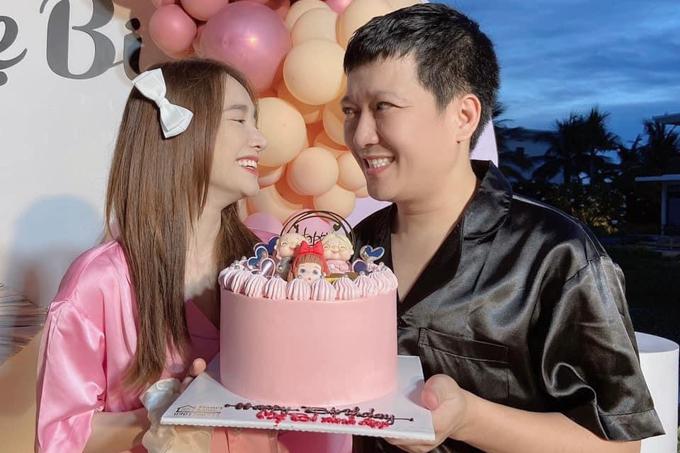 Trường Giang - Nhã Phương tổ chức hôn lễ hôm 25/9/2018 tại TP HCM. Từ khi về chung một nhà, tình cảm của cả hai càng thêm mặn nồng và có với nhau một bé gái.
