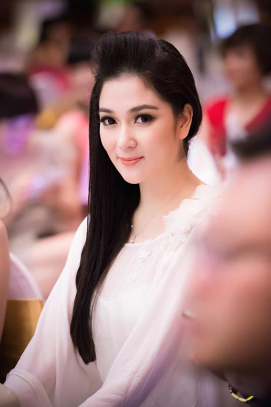Nguyễn Thị Huyền rạng rỡ xuất hiện tại một sự kiện năm 2014. Rời xa showbiz, cô tập trung cho việc kinh doanh và làm mẹ đơn thân của con gái đầu lòng. Ảnh: Chí Linh