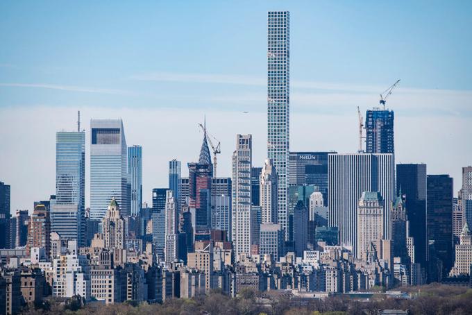 Tòa tháp 432 Park Avenue cao 426 m tại New York. Ảnh: NYT