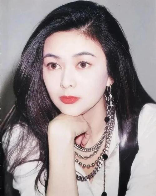 Quan Chi Lâm mang vẻ đẹp Á đông kiêu sa, được nhiều người ngưỡng mộ.