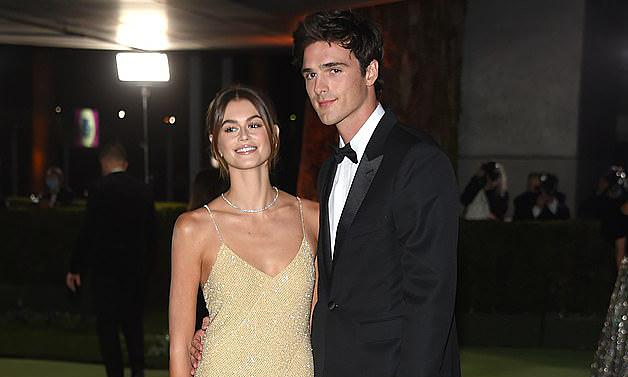 Kaia Gerber lần đầu dự sự kiện với bạn trai