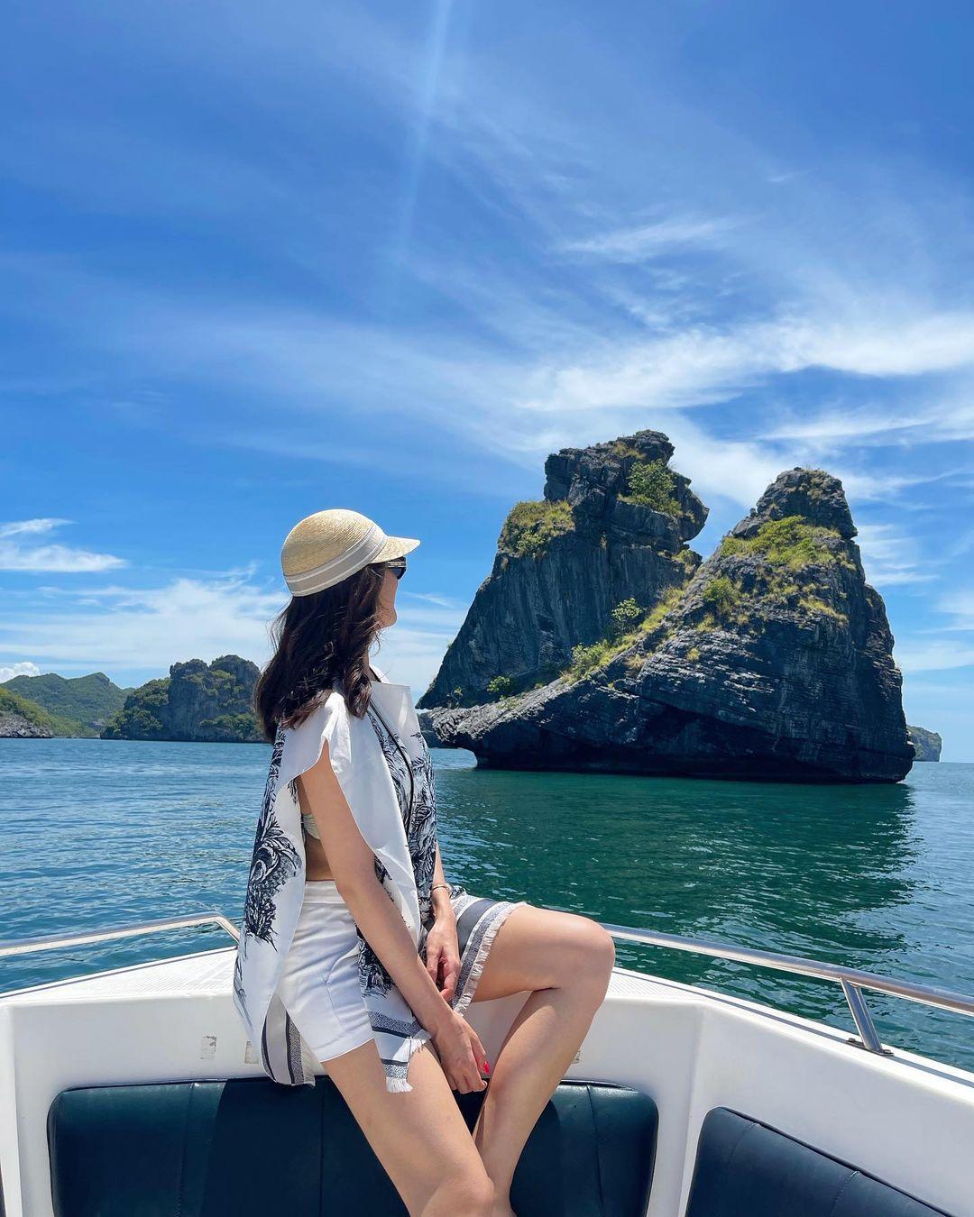 Nghỉ dưỡng tại Koh Samui - một trong những nơi có biển đẹp nhất Thái Lan - đôi tình nhân không bỏ qua các hoạt động ngoài trời như lặn biển, leo núi.