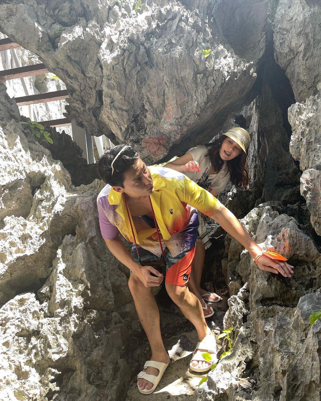 Cặp sao cau đó tham quan Vườn quốc gia Ang Thong - quần đảo cách Koh Samui khoảng 2 tiếng đồng hồ di chuyển. 42 hòn đảo lớn nhỏ, từ những đảo hình thành bởi đá vôi đến đảo có bãi cát trắng, mang đến nhiều trải nghiệm thú vị.