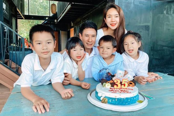 Lý Hải mừng sinh nhật cùng bà xã Minh Hà và bốn con ở trang trại hàng nghìn mét vuông tại Đà Lạt.