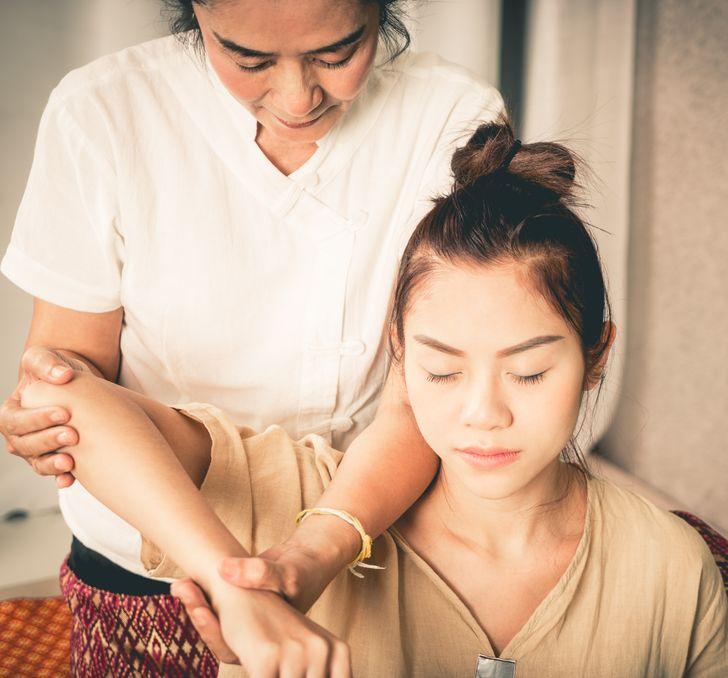 Massage giúp cải thiện lưu thông máu, tốt cho sức khỏe và làn da.