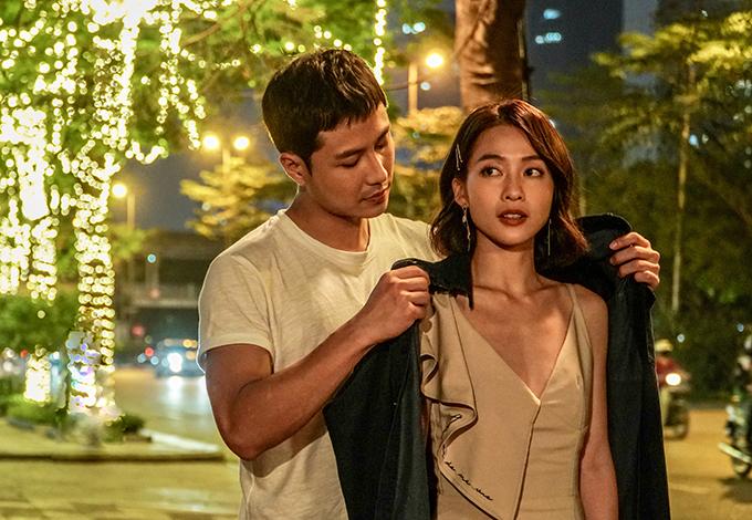Năm 2011, Khả Ngân tái xuất với phim 11 tháng 5 ngày, đóng cặp với Thanh Sơn. Đây là bộ phim truyền hình đầu tiên cô tham gia với êkíp phía Bắc và chiếu trên sóng quốc gia. Thời gian đầu Bắc tiến, nữ diễn viên  bị ốm và giảm cân liên tục vì stress nặng và thời tiết khắc nghiệt.