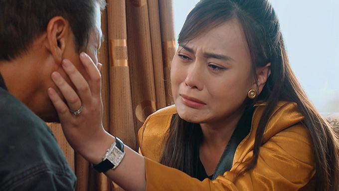 Phương Oanh trong phim Hương vị tình thân.