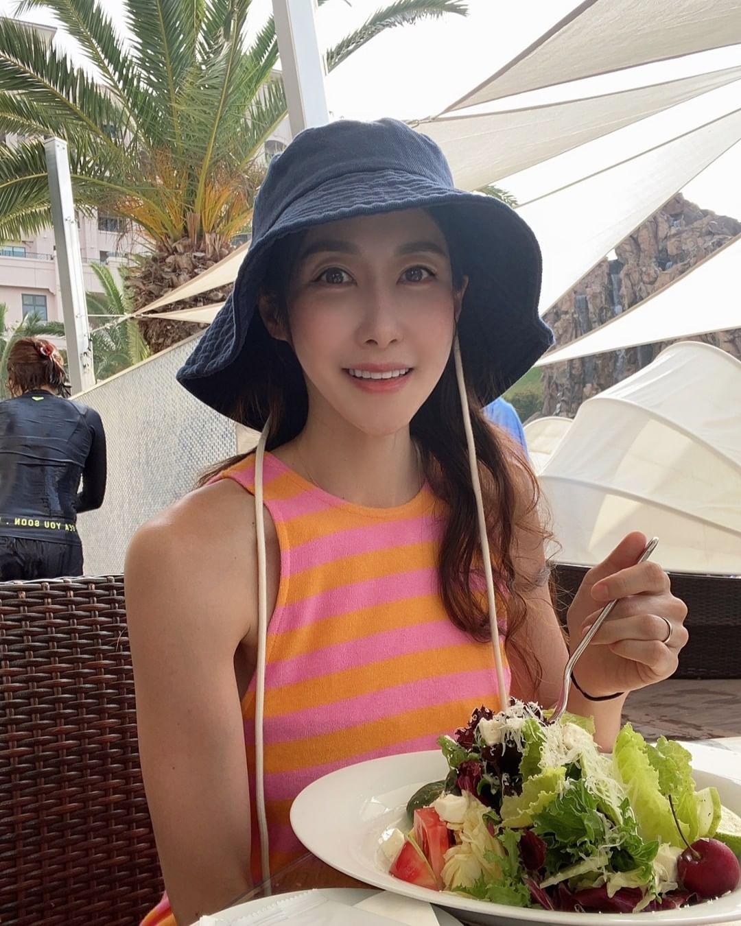 Chế độ ăn của bà mẹ Hàn Quốc luôn có nhiều rau và protein để duy trì cơ bắp.