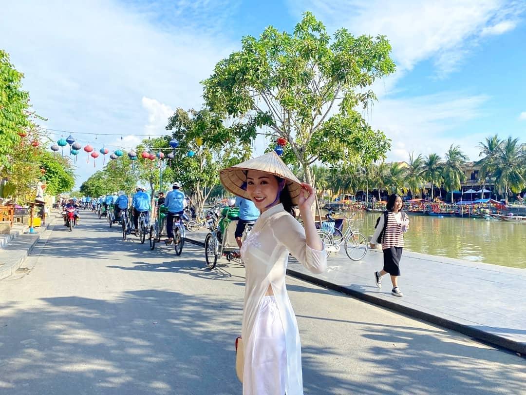 Á hậu Hong Kong gốc Việt chu du 5 châu 4 bể - 20