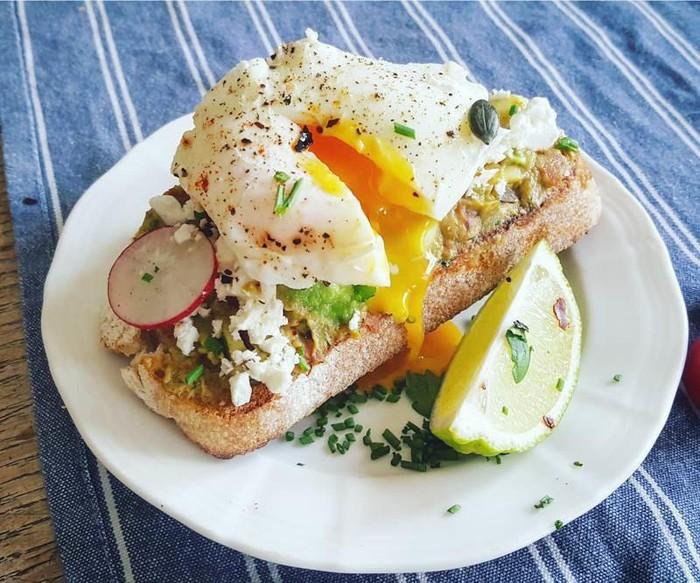 Bữa sáng giàu protein giúp no lâu.