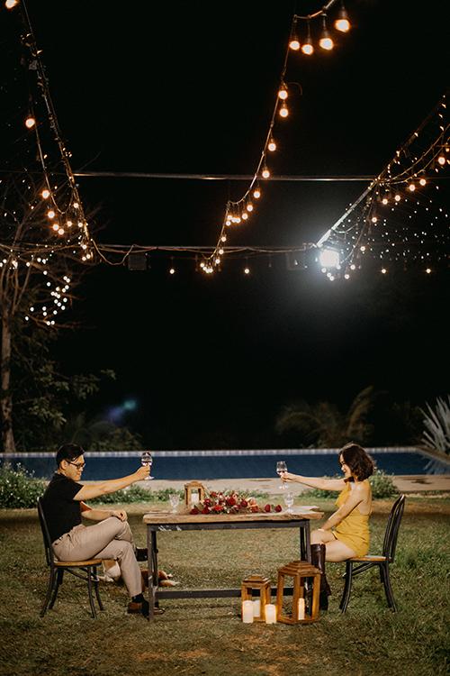 Đám cưới hai người với những khoảnh khắc riêng tư hiếm có giúp cả hai lưu giữ kỷ niệm đẹp, dành cho nhau những cảm xúc chân thật, trọn vẹn nhất trước khi tới với đám cưới công khai sau này.
