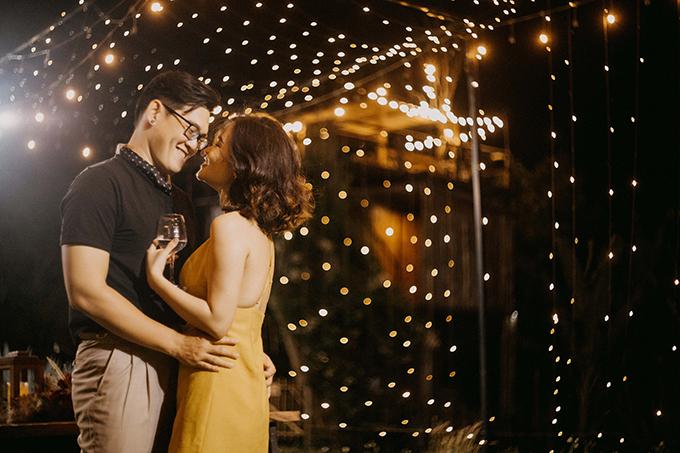 Trong vòng 3 ngày 2 đêm của đợt nghỉ lễ 30/4, cô dâu Linh (26 tuổi, làm marketing) và chú rể Ân (30 tuổi, account manager) đã tổ chức đám cưới bí mật kết hợp chụp ảnh prewedding ở Buôn Mê Thuột.Đám cưới bí mật hay đám cưới bỏ trốn (Elopement Wedding) là một xu hướng đang phát triển ở Việt Nam, là lễ cưới diễn ra hoàn toàn bí mật, ngay cả bạn bè, đồng nghiệp, sếp, họ hàng, thậm chí người thân của uyên ương cũng không được thông báo, gần như không có khách mời. Uyên ương sẽ trao nhau những lời thề nguyện ở nơi xa. Đây là xu hướng được ưa chuộng ở phương Tây vì giúp uyên ương có thêm một đám cưới riêng tư, không chịu áp lực tiền bạc, nghi lễ hay lời bàn tán của khách mời.
