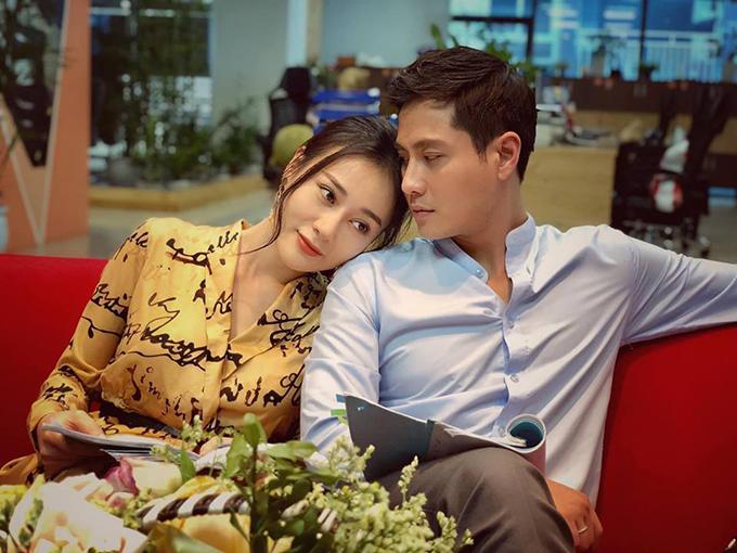 Phương Oanh và Thanh Sơn tại hậu trường phim Nàng dâu order. Ảnh: Facebook Nguyen Thanh Son