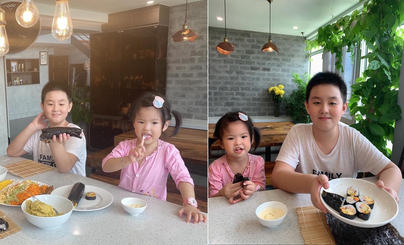 Hai con Lê Phương khoe kimbab.