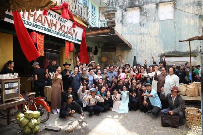 Người dân Tân Châu, An Giang dành tình cảm cho đoàn phim Lưới trời.