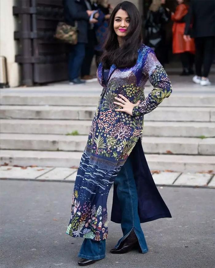 Người đẹp Bollywood diện đầm xanh kín đáo kiểu dáng truyền thống Ấn Độ và trang điểm tươi tắn với màu son cánh sen yêu thích.