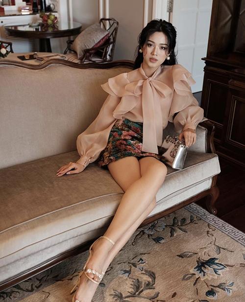 Đỗ Thị Hà chi 100 triệu đồng để sở hữu mẫu túi hot trend.