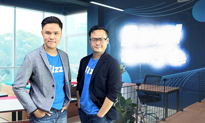 Hai nhà đồng sáng lập Bizzi CEO Vũ Trọng Nghĩa và CTO Nguyễn Bảo Nguyên (trái).