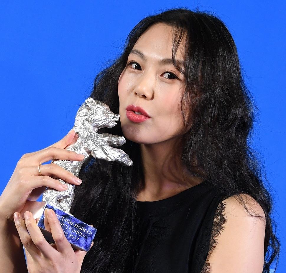 Kim Min Hee giành Ảnh hậu Liên hoan phim Quốc tế Berlin 2017.