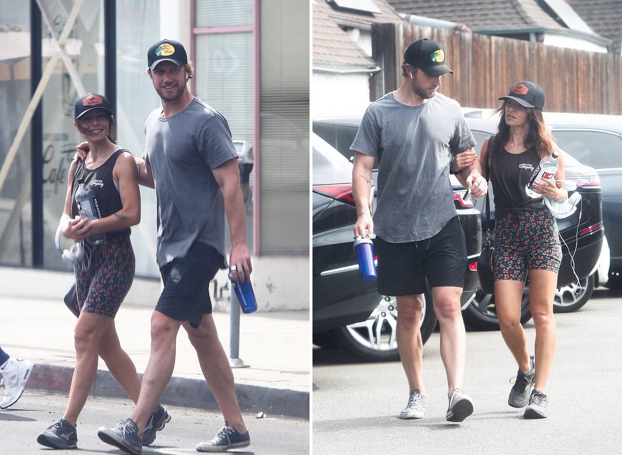 Sarah Shahi và Adam Demos tình cảm tản bộ trên phố sau khi tập gym.