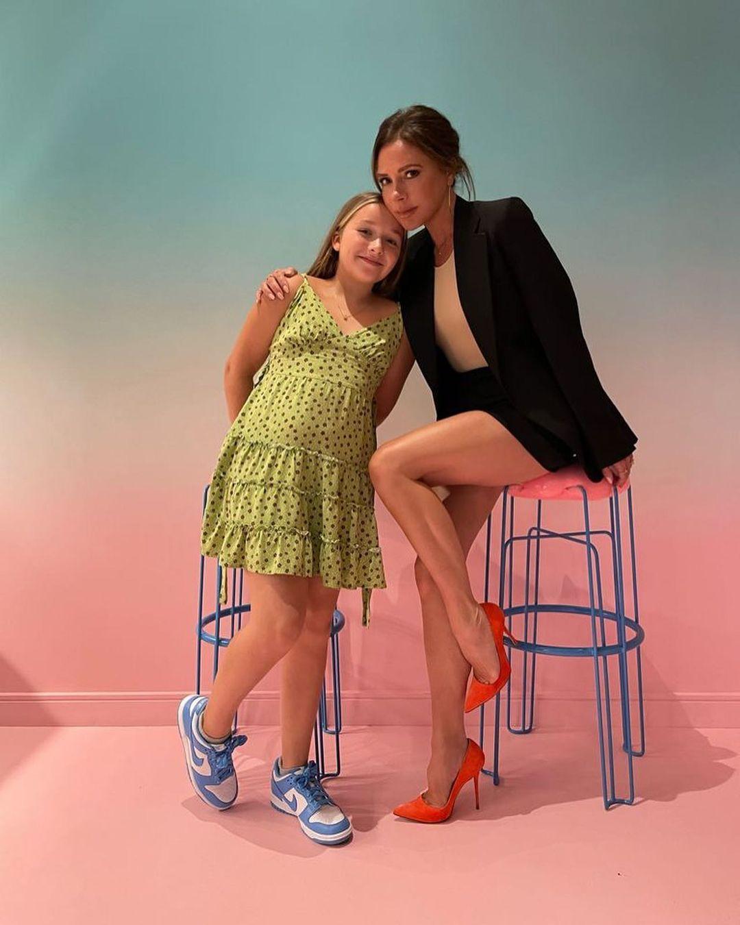 Victoria Beckham và con gái út - Harper.