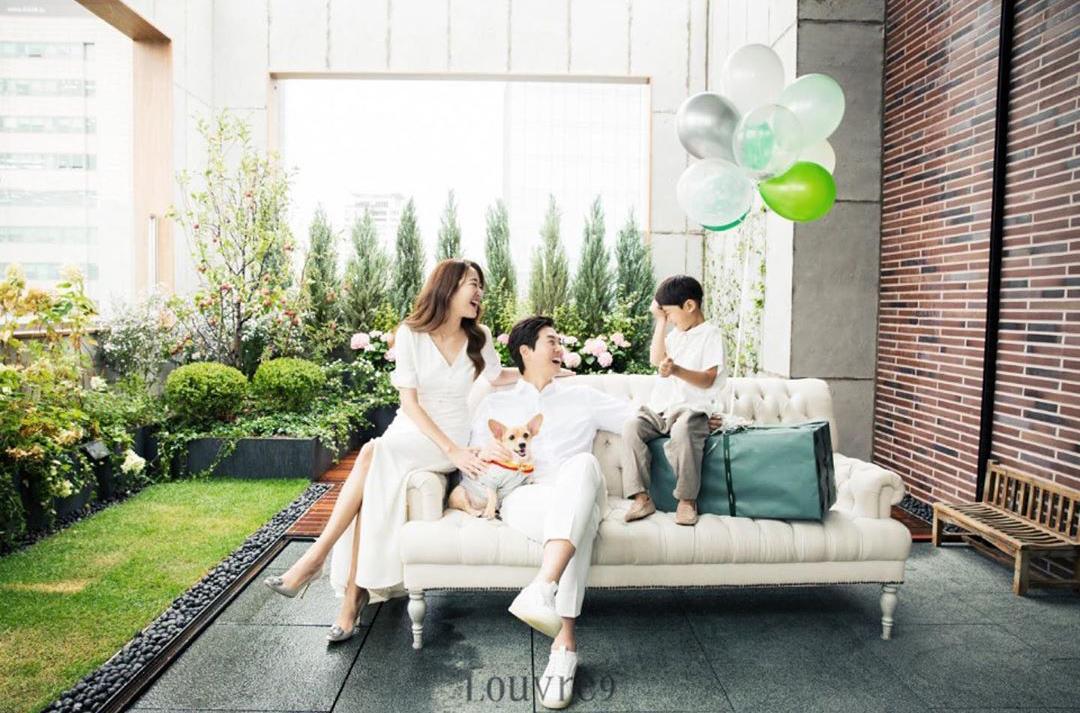 Những khoảnh khắc bình yên của gia đình Yoo Ji Tae - Kim Hyo Jin.