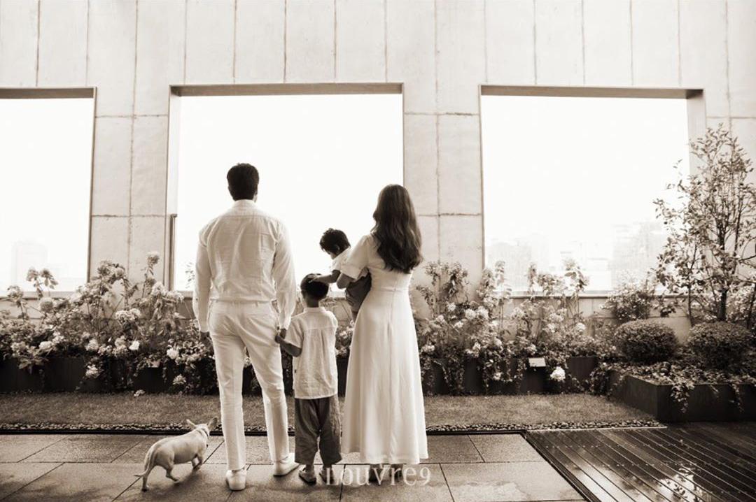 10 năm hôn nhân êm ấm của Kim Hyo Jin, Yoo Ji Tae - 3