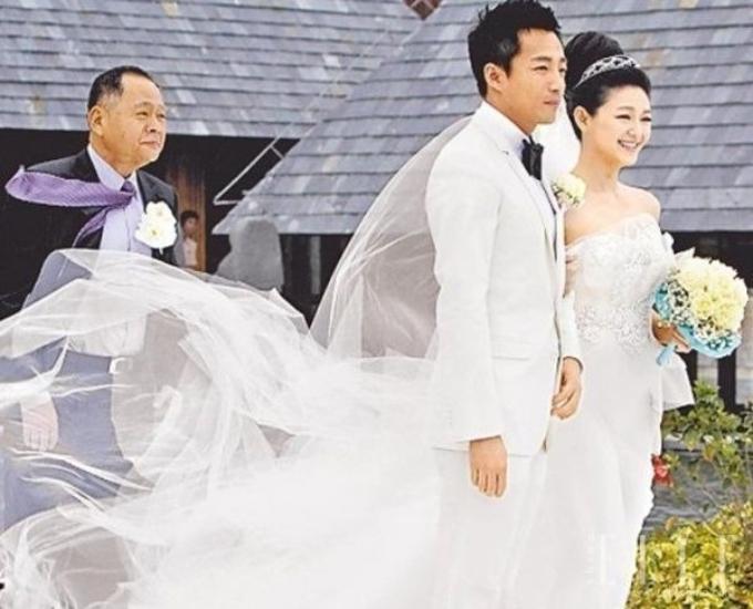 Từ Hy Viên và chồng (áo trắng) trong ngày cưới. Ảnh: Pinterest
