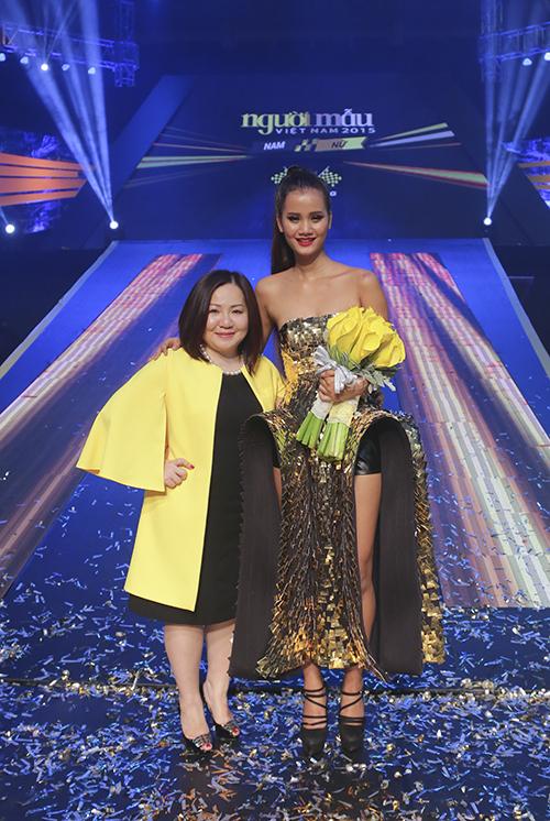 Bà Trang Lê (áo vàng) và Quán quân Vietnams Next Top Model 2015 Hương Ly.